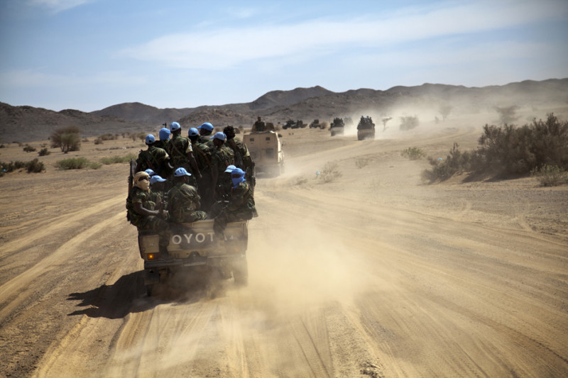 Chadian UN peacekeepers escort the convoy with Under-Secretary-General for Peacekeeping Operations Herve Ladsous in Tessalit, North of Mali. Photo MINUSMA/Marco Dormino