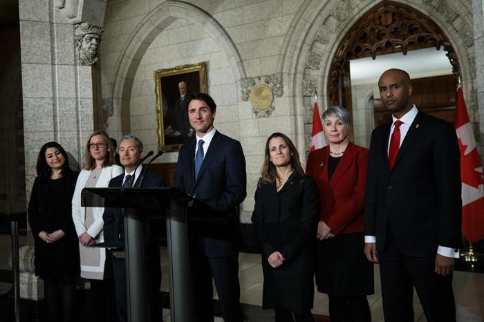 Prime Minister Trudeau speaks with journalists following a cabinet shuffle in Ottawa. January 10, 2017. //// Le premier ministre s'adresse à des journalistes après un remaniement ministériel, à Ottawa. 10 janvier 2017.