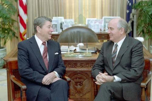 Gorbachev_and_Reagan_1987